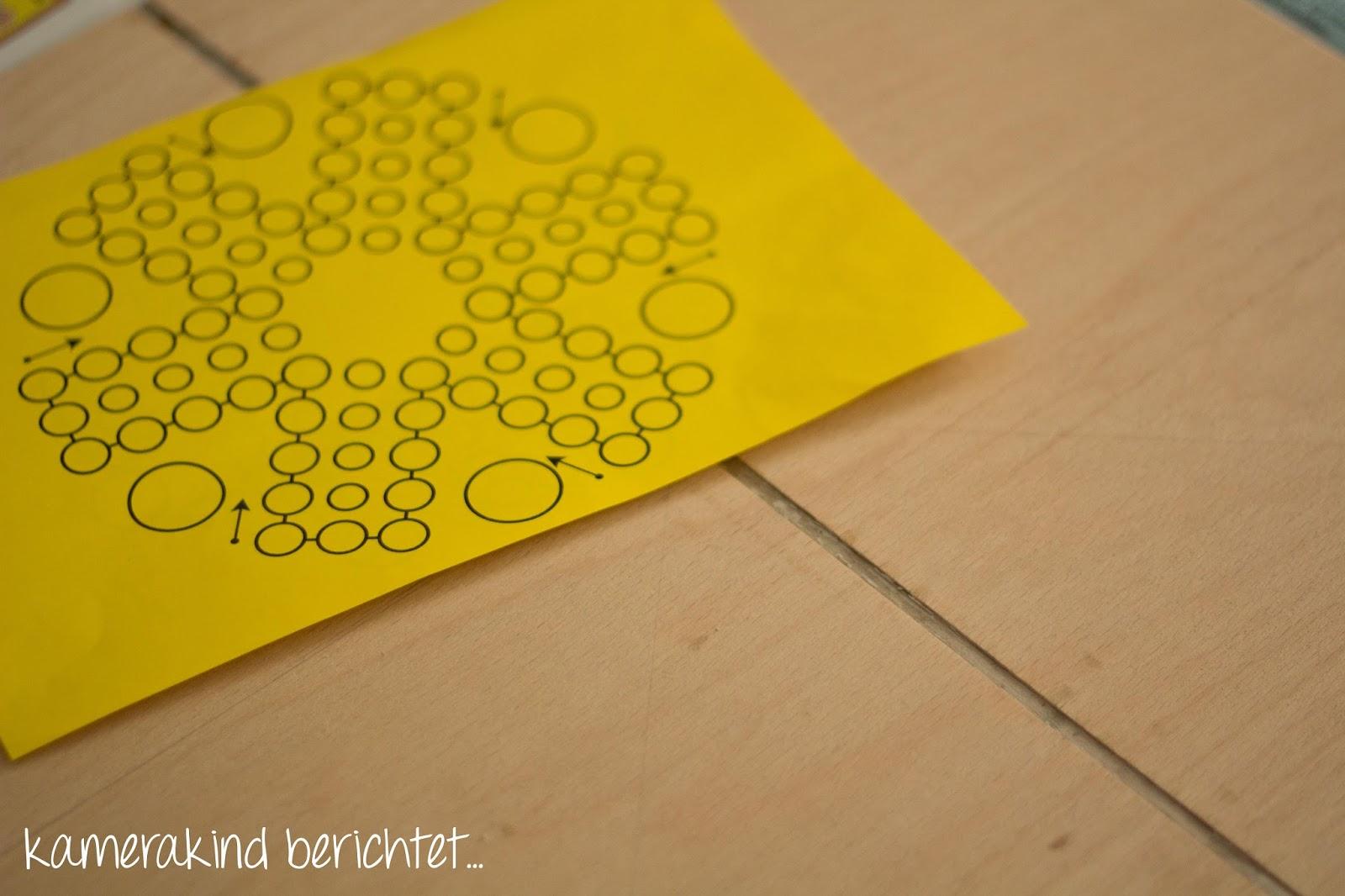 Spielvorlage mit Bleistift auf das Spielbrett übertragen