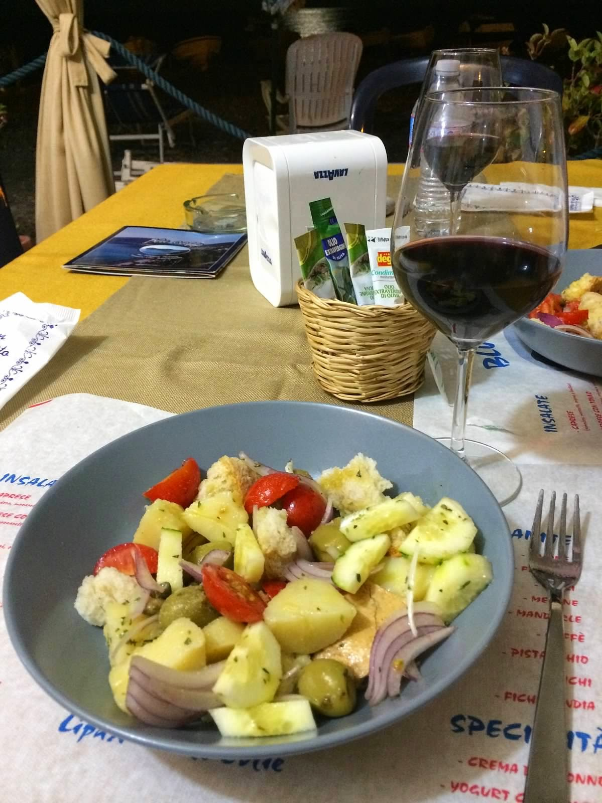 What-To-Eat-In-Sicily-simple-salads