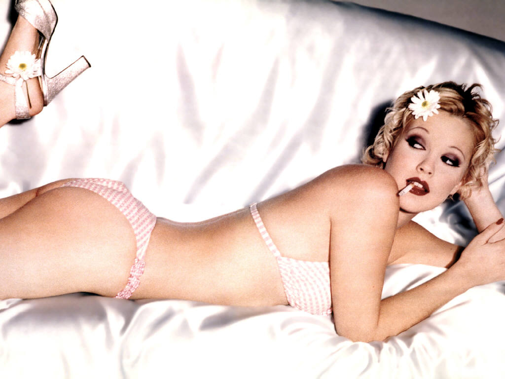 Drew Barrymore Hot Wallpaper 2012 O Wallpaper Picture Photo