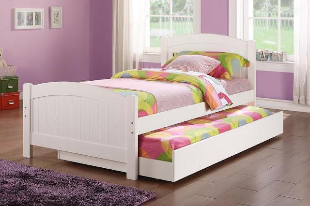 Ranjang laci tingkat atau trundle bed, cocok untuk menghemat ruang.