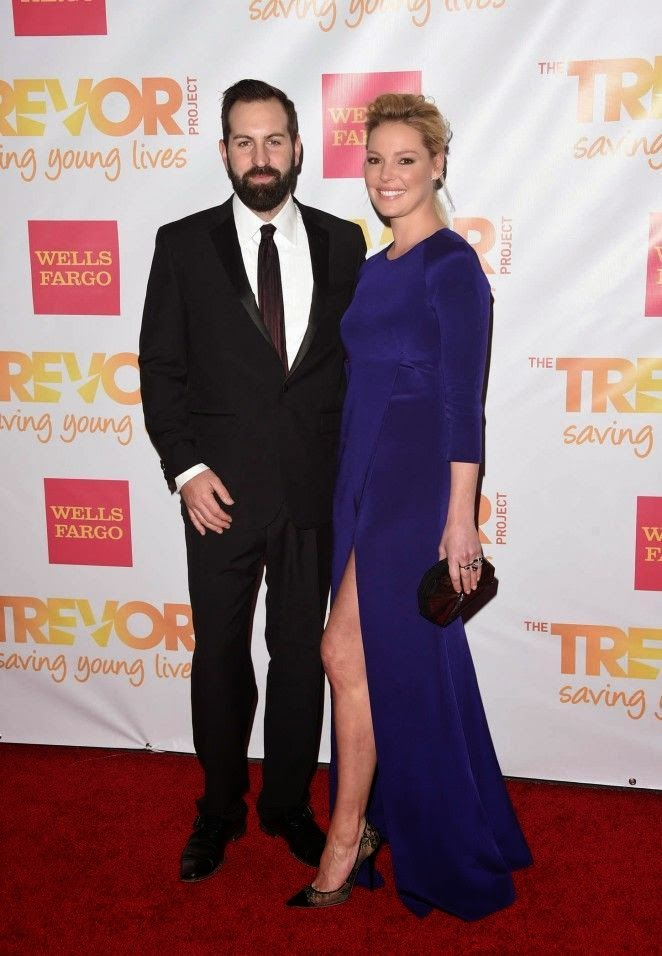 Hmm. . . .We can't help but wonder how her husband, Josh Kelly feels about this red carpet statement.  Is it just us or is this a jackal looking a little less than usual? Meanwhile, Katherine Heigl was recently spotted to attended the Trevor LIVE at the Hollywood palladium in Los Angeles, USA.