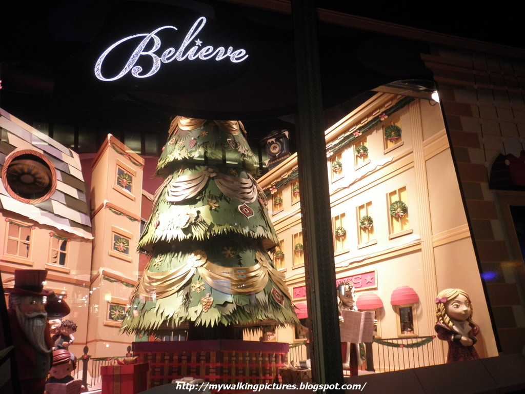 My Walking Pictures: 2012 NYC Holiday Show Windows