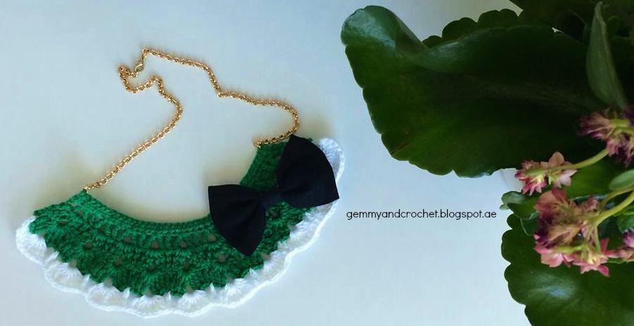 Crochet necklace, Bib necklace, Crocheting, Necklace, Free crochet pattern for necklace, Bib Necklace to love, I love necklace, Fashion crochet