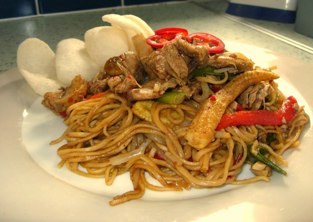 Jenny eatwells rhubarb ginger chicken chow mein who needs the not me not now ive discovered this chicken chow mein recipe oh boy but it was good chow mein from a chinese takeaway is always good its forumfinder Image collections
