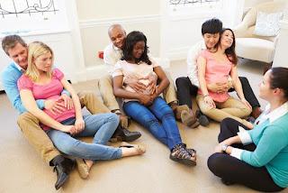 Tienes una madre de 3 meses de embarazo en la cual el medico a indicado estimulación prenatal con terapeuta.