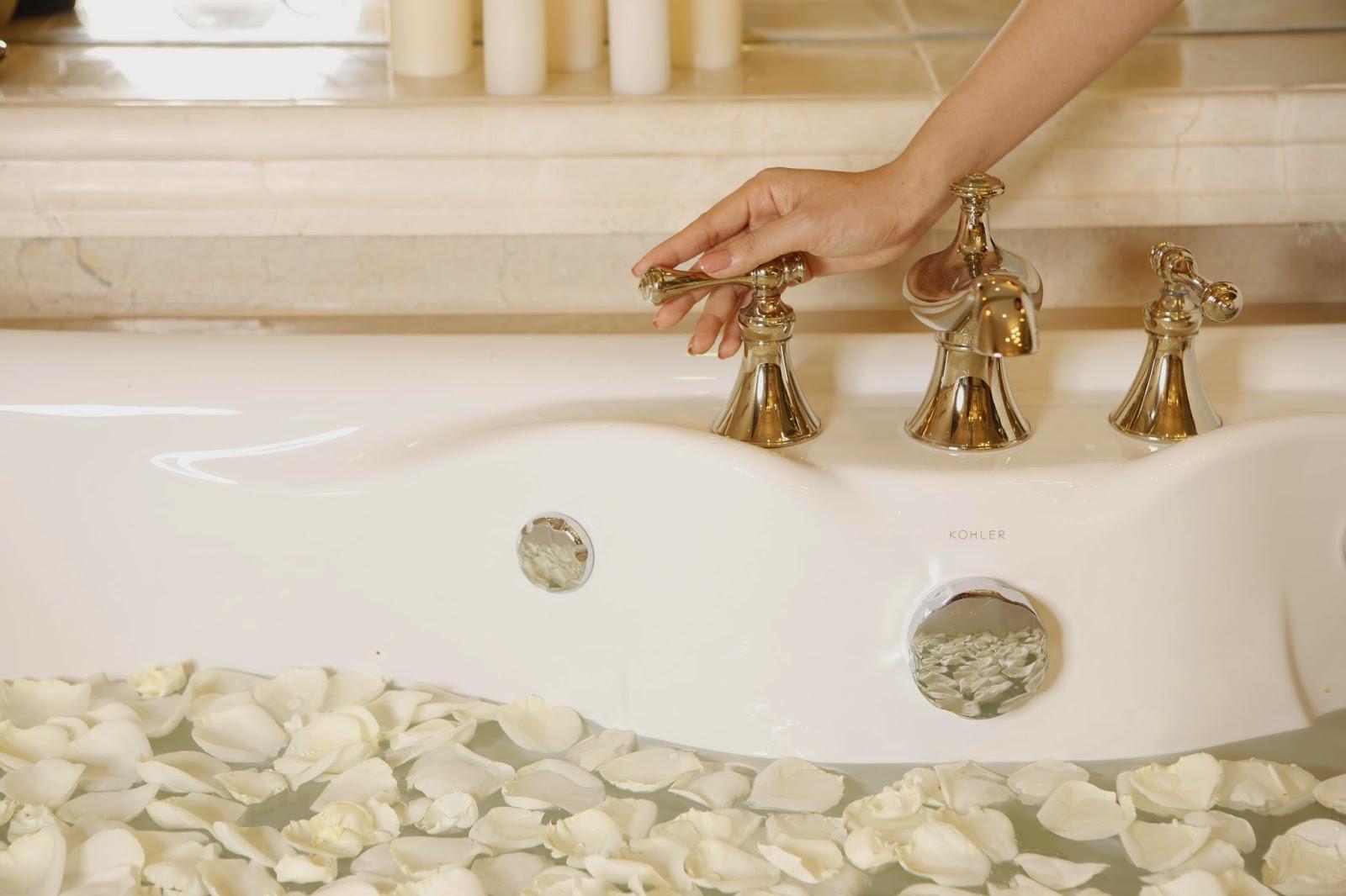 Trải nghiệm đẳng cấp cùng bồn tắm massage bong bóng khí Kohler
