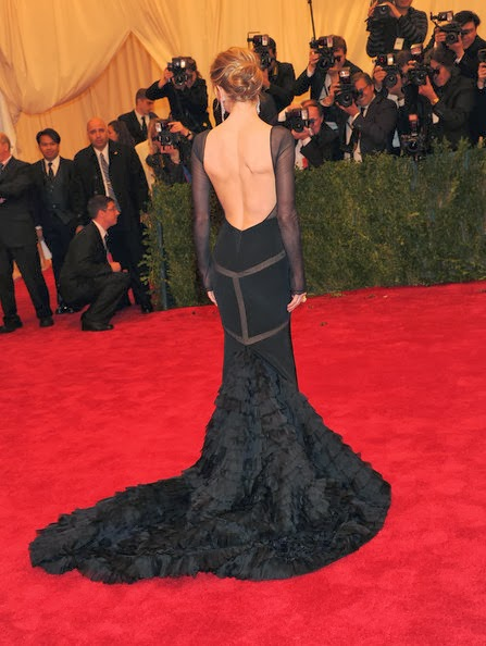 siyah-dekolte-elbise
