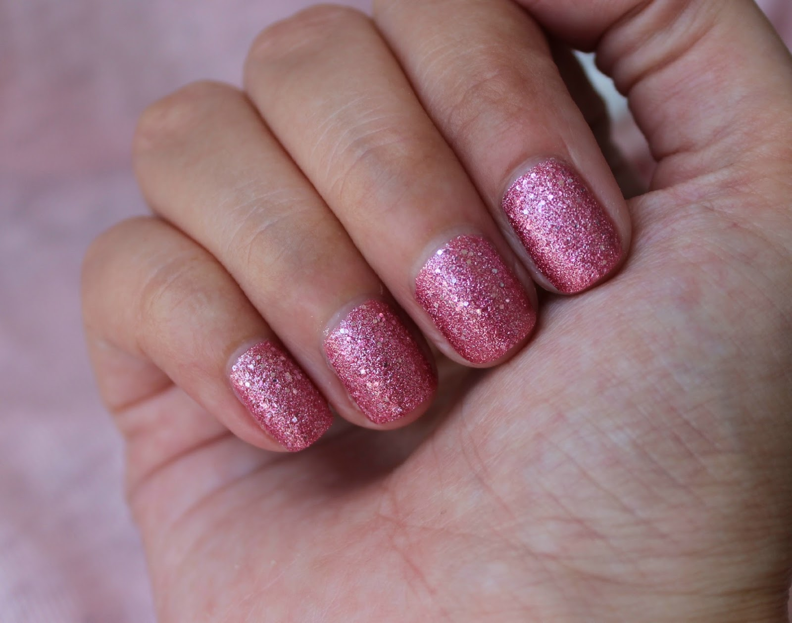 kirschbl te 39 s beauty lifestyle blog aus sterreich nails of the day pinky glitzy. Black Bedroom Furniture Sets. Home Design Ideas