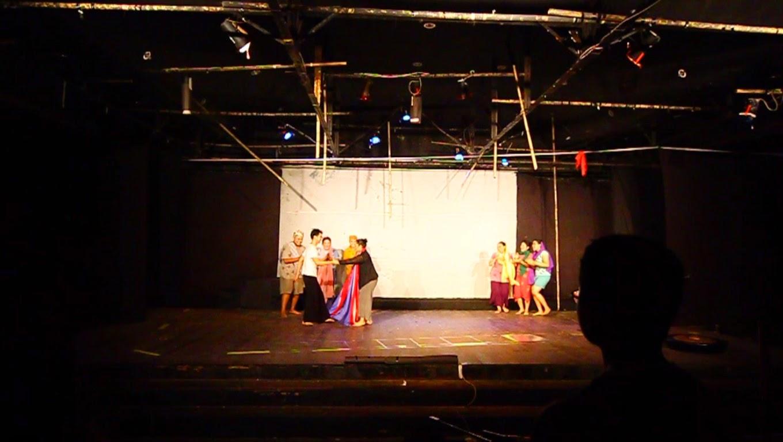 Teater Hening oleh Sanggar Pojok Jakarta Selatan semasa Parade Teater Nusantara 2014 di Kota Pontianak