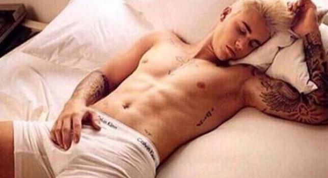 Justin Bieber a publié une photos sur Instagram en dormant avec un caleçon