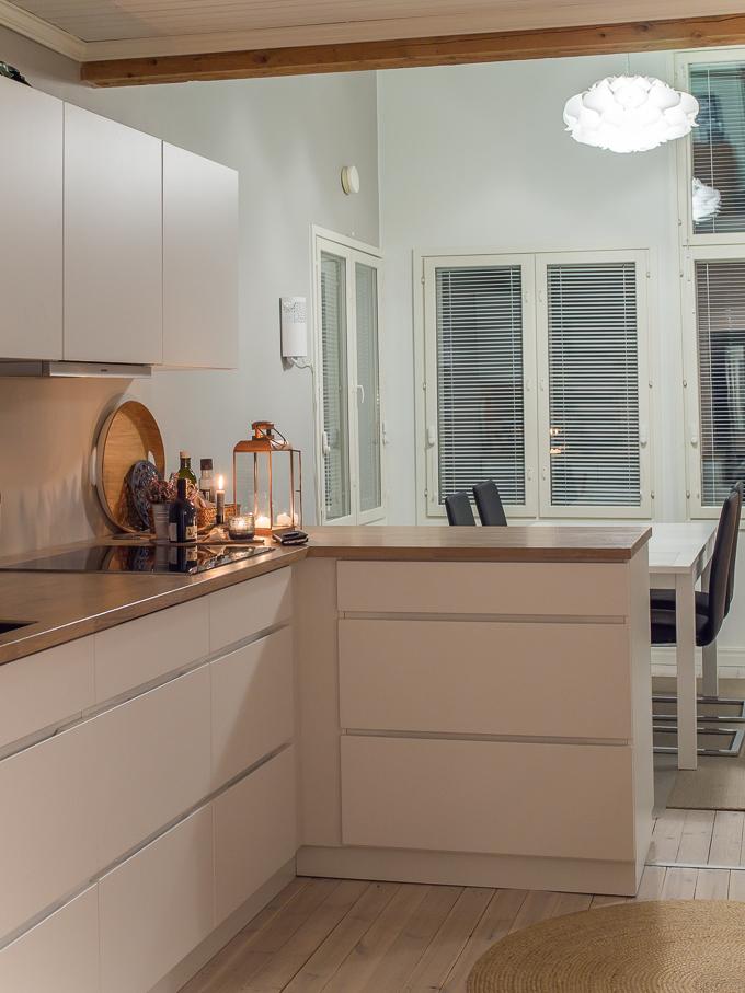 kvik mano keittiö valkoinen vetimetön keittiö, moderni keittiö vanha talo, vanha puutalo