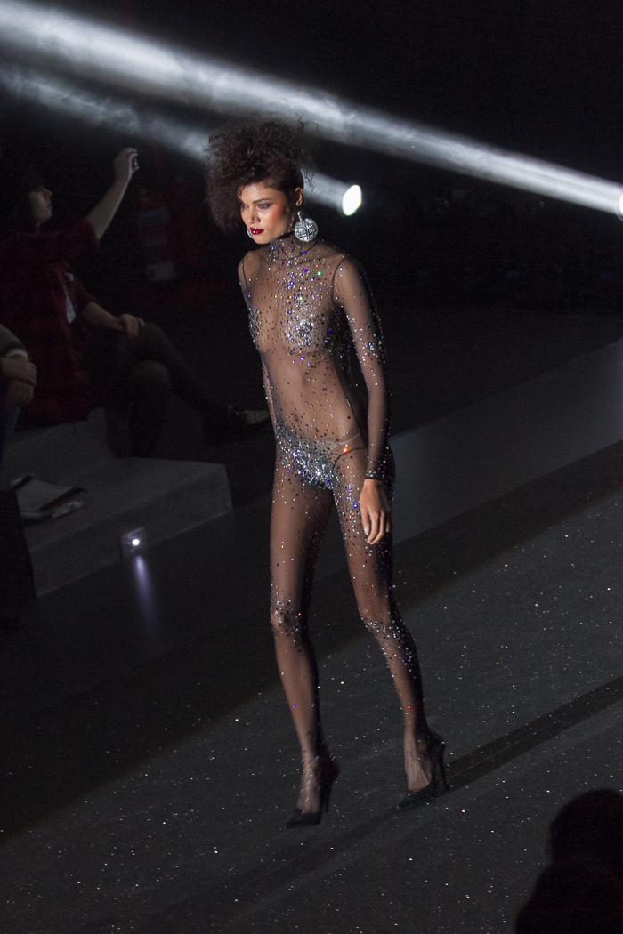 Mono encaje glitter lentejuelas transparente negro Andres SArda Desfile Fashion Week Semana de la moda Madrid  Blog Moda withorwithoutshoes