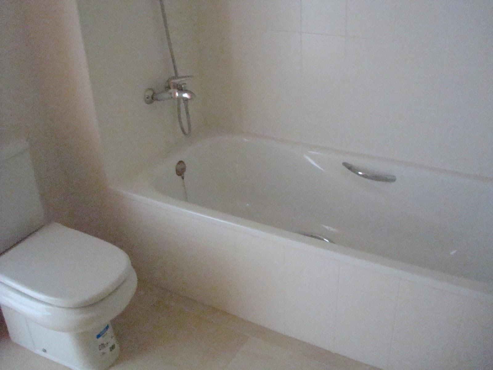 Wandelen tussen sinaasappelen - Badkamer met ligbad ...