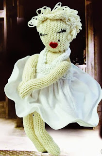 http://translate.googleusercontent.com/translate_c?depth=1&hl=es&rurl=translate.google.es&sl=en&tl=es&u=http://www.craftfoxes.com/how_tos/knitted-marilyn-monroe-doll-free-pattern&usg=ALkJrhiXURpJXvz0LZeTCTx3EBx8cG8f-g