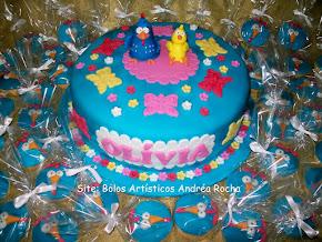 Bolo Galinha Pintadinha e Cupcakes