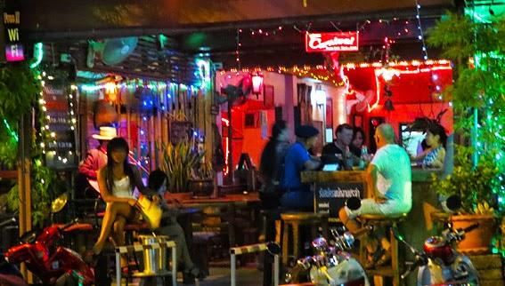 Chiang Mai nightlife with bar girls