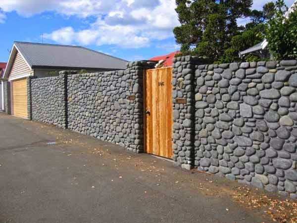 pagar batu alam rumah minimalis