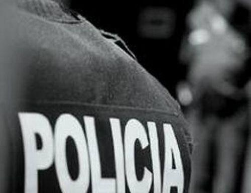 Policías detienen a pareja y abusan de la joven