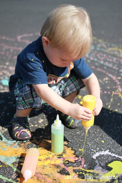 How to make SCENTED SIDEWALK CHALK PAINT with just three ingredients - simple summer fun!