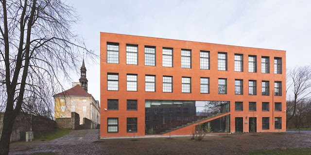 04-Universidad-De-Tartu-Narva-College por kavakava-Architects