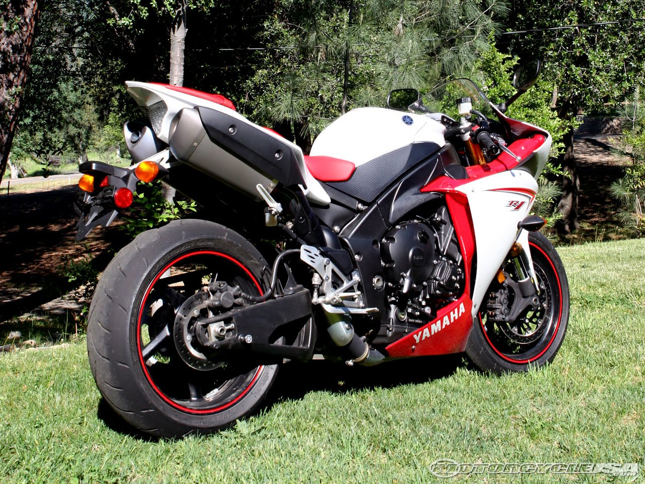 Yamaha R1 Red And Black