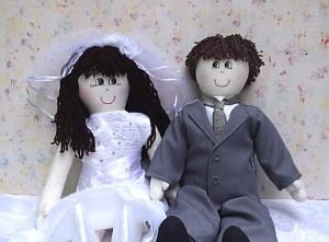 Porta alianças casal de noivinhos de pano