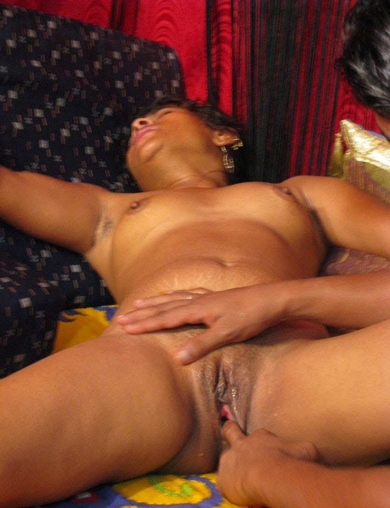 Kashmiri bhabi giving hot blowjob and getting fucked