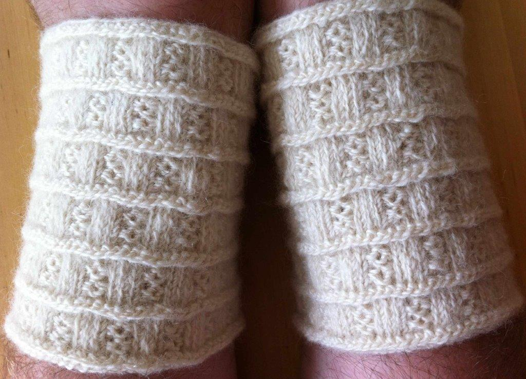 Lappone: White Wrist-warmers in twined knitting