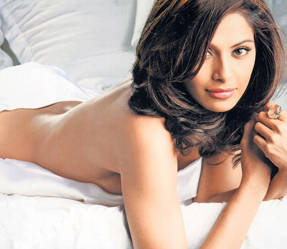 the insights wallpapers: hd wallpapers of bipasha basu