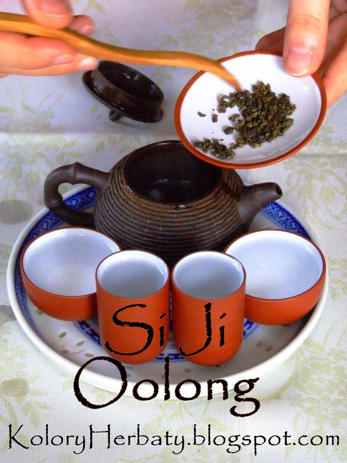 tajwański jasny oolong si ji o młodych wąskich listkach parzony w czajniczku z glinki yixing