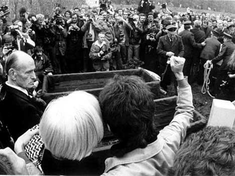 Ulrike Meinhof y la Fraccion del Ejercio Rojo Raf+funeral+3