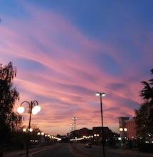 """Si chiamano """"nubi lenticolari"""", un tramonto che ha stregato tutti"""