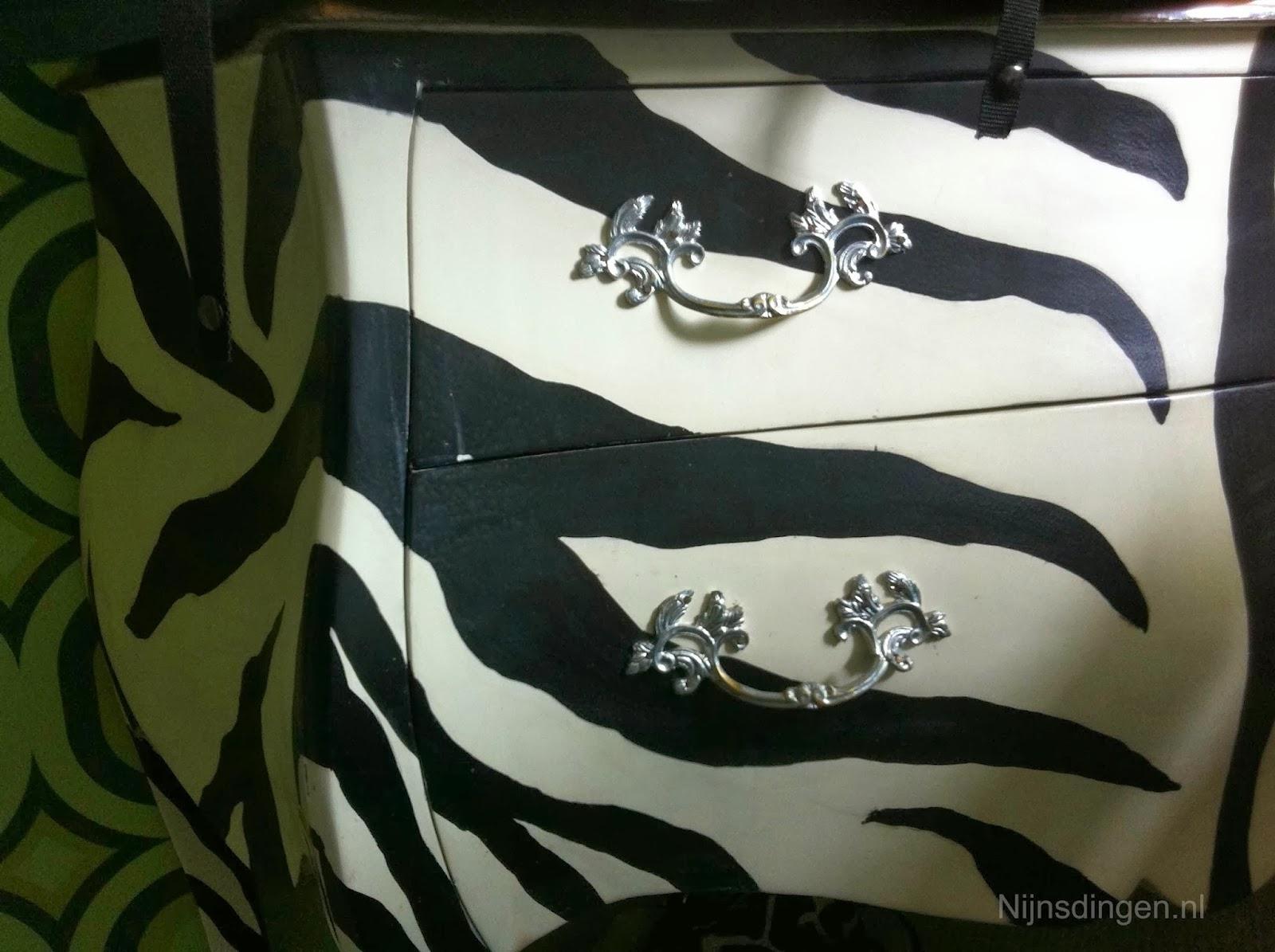 buikkast in zebramotief