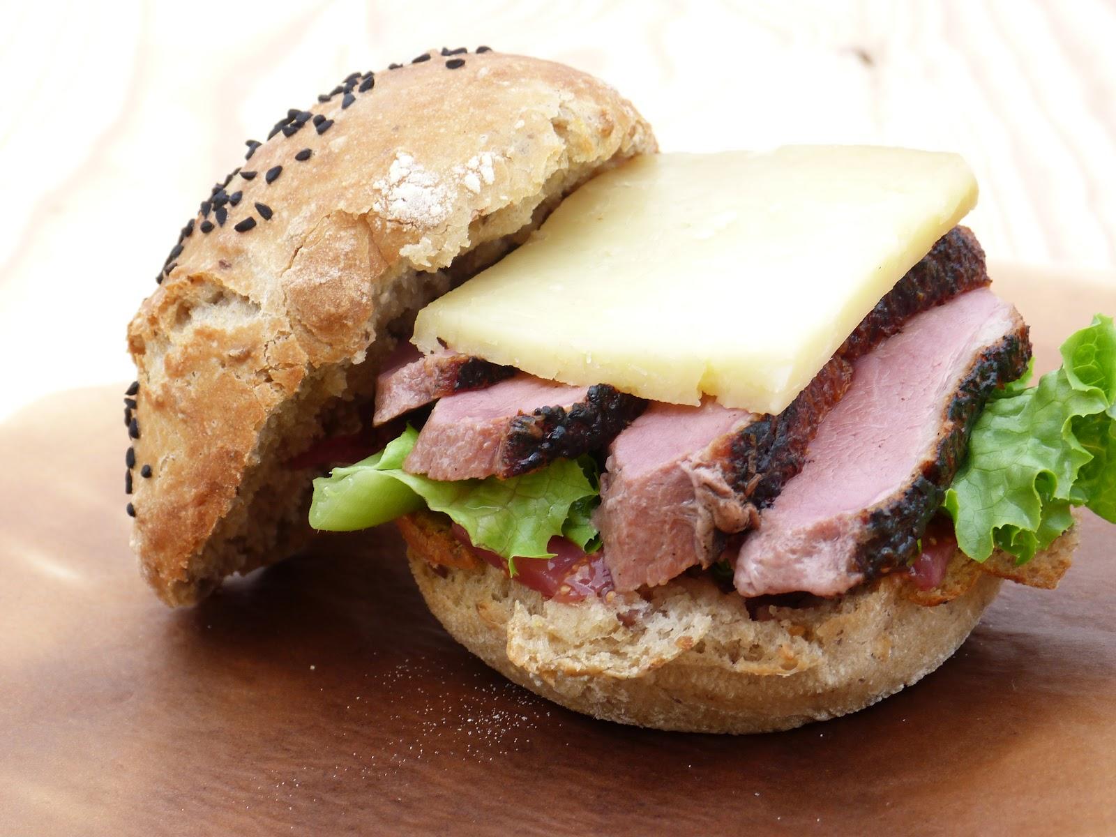chic chic chocolat hamburger au magret de canard et chutney de figues. Black Bedroom Furniture Sets. Home Design Ideas