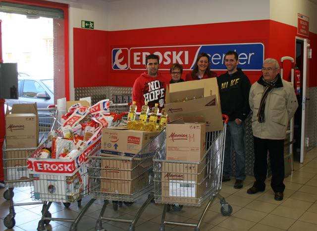 donación de 300 botellas de aceite y un carrito de compra  a San José Artesano