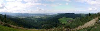 Panorama von einer Drachenflugrampe in der Nähe des Mauzensteins