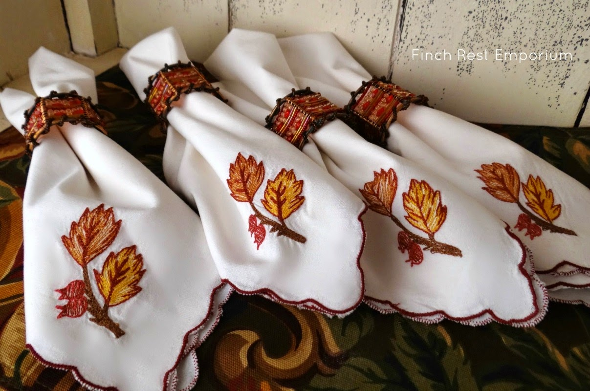 EMBROIDERED NAPKINS & RINGS