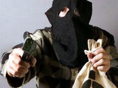 Кассиры банка в Москве прогнали грабителя с пистолетом