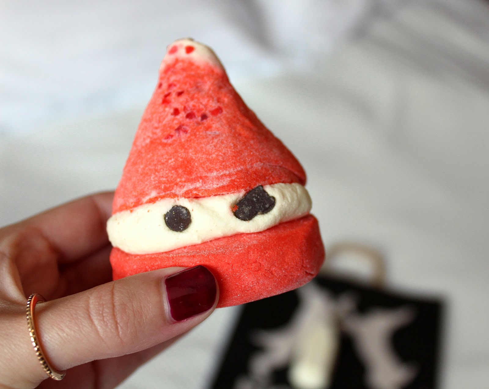 Lush Peeping Santa Bubble Bar Review