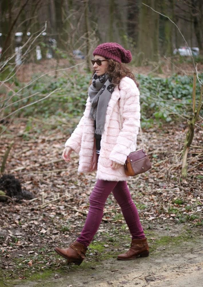 http://www.inlovewith-fashion.com/2014/02/abrigo-de-pelo-rosa-fur-pink-faux-coat.html