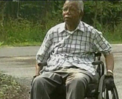 last picture of Chinua Achebe