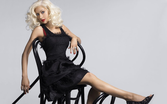 Christina Aguilera in Beautiful Black Dress
