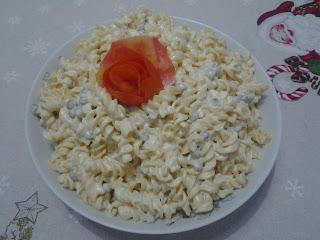 Salada refrescante de macarrão
