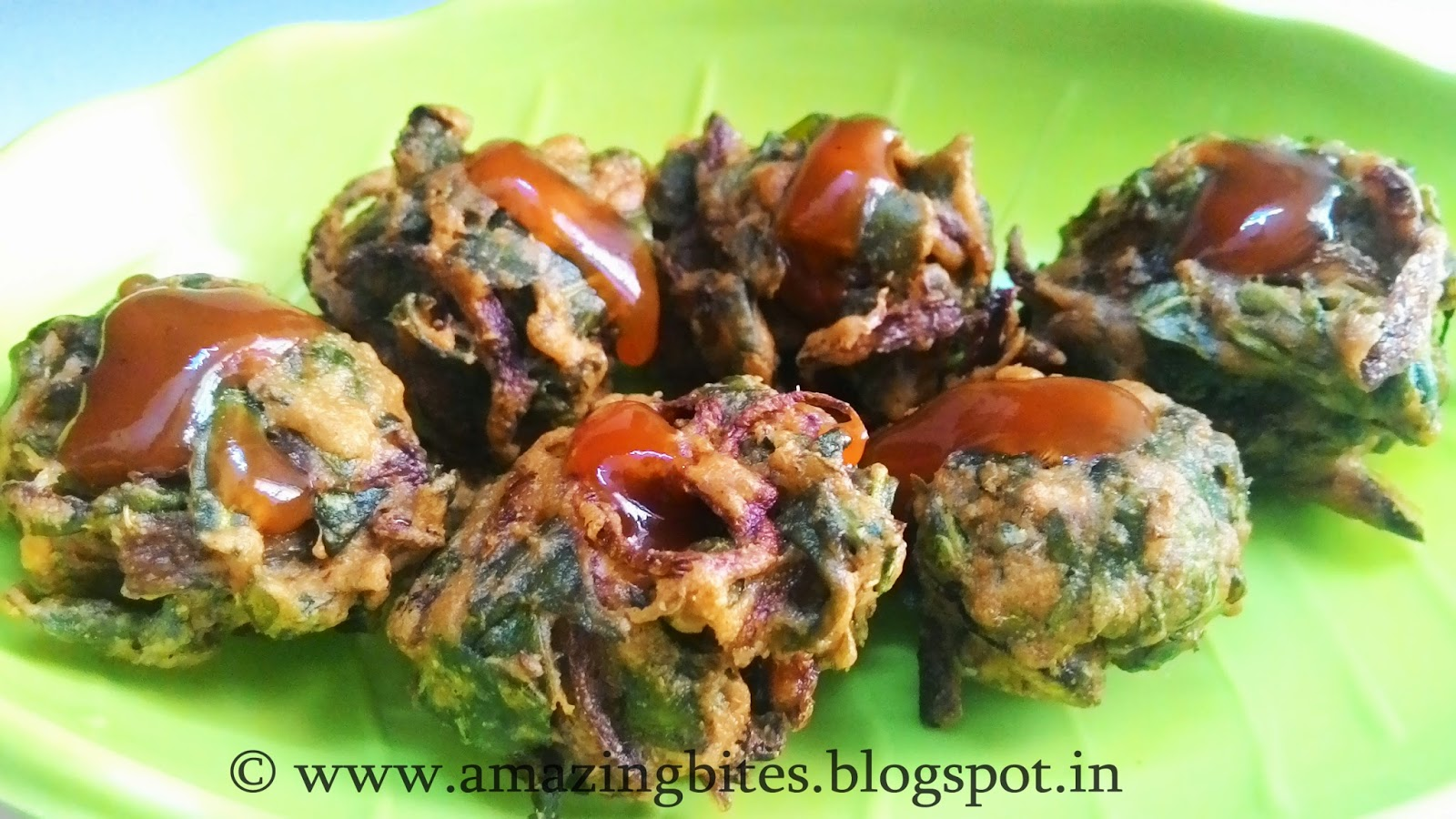 Palak Pyaz Bhajia / Spinach Onion Fritters
