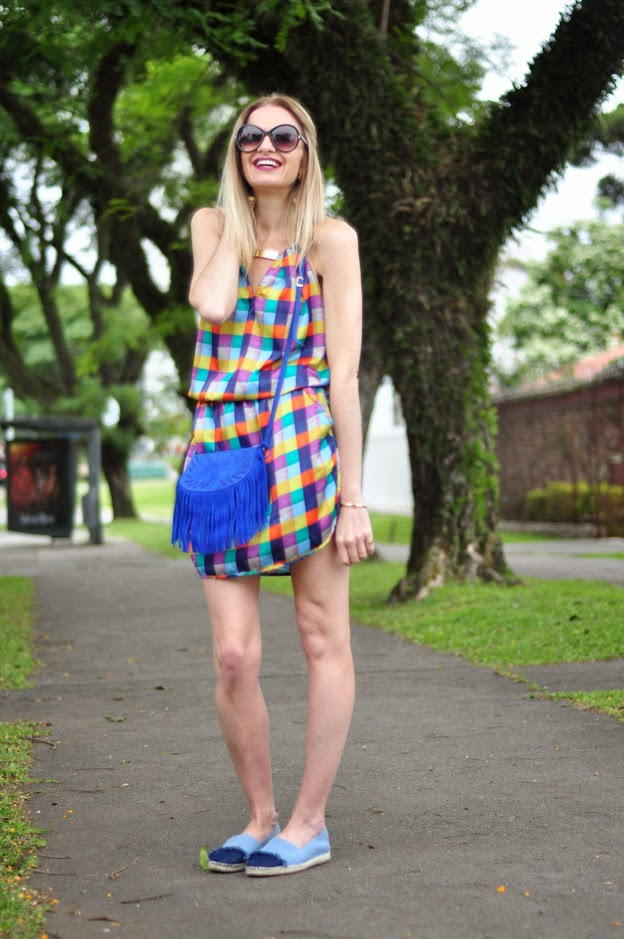 http://www.capitollium.com.br/produto/vestido-blusado-cetim-xadrez--azul-148442?atributo=158:azul&utm_medium=post&utm_campaign=alletoneli