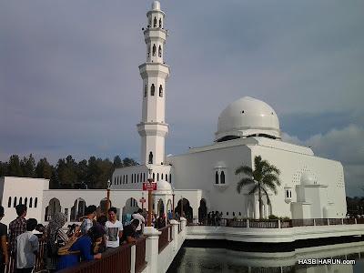 Masjid Terapung atau Masjid Tengku Tengah Zaharah kuala terengganu from premium beautiful hasbi harun