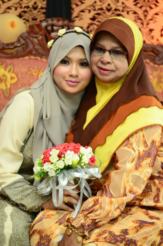 Blogger Cantik Siti Sab Kini Tunangan Orang