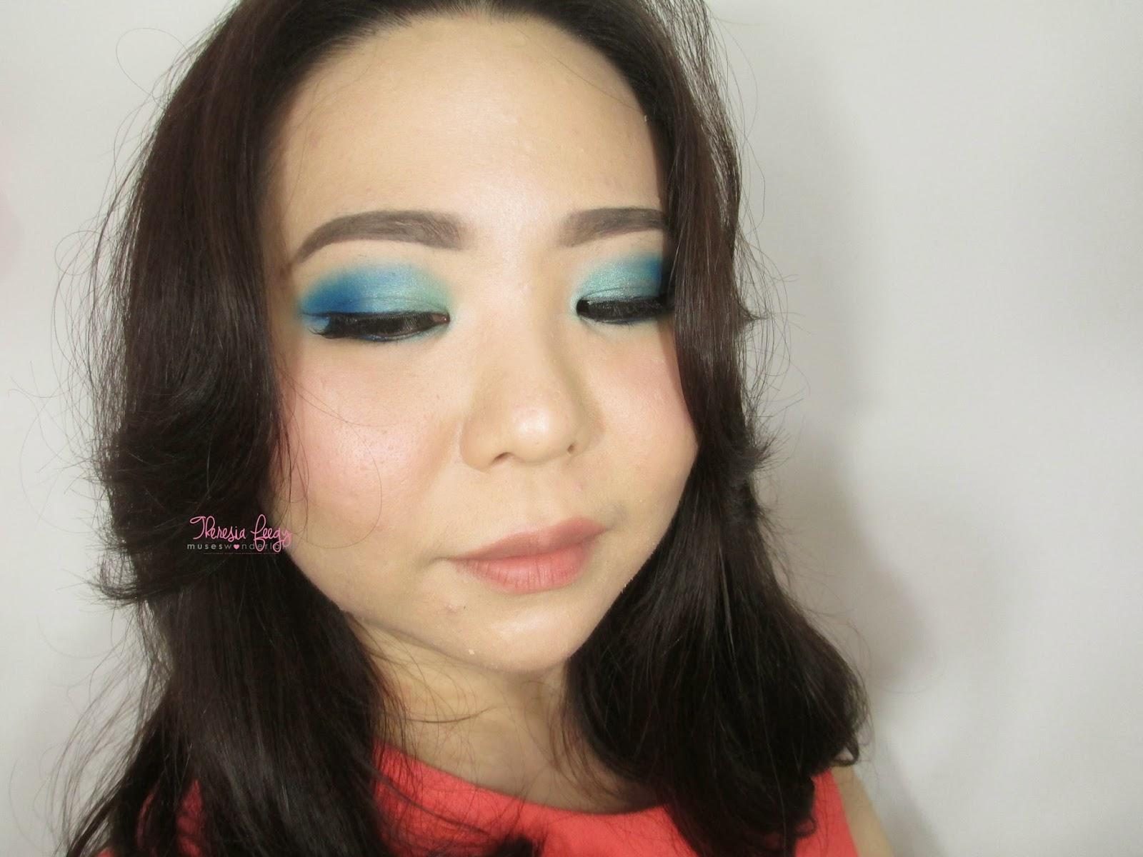 cara mengaplikasikan eyeshadow berwarna ke mata