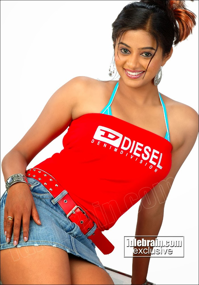 Sey Actress Priyamani Hot Legs Pictures