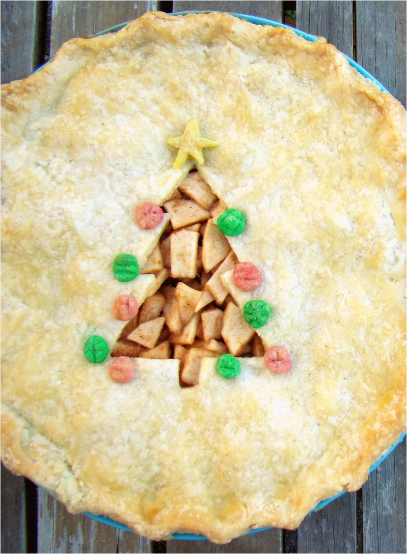Family feedbag christmas tree apple pie demo for Apple pie decoration